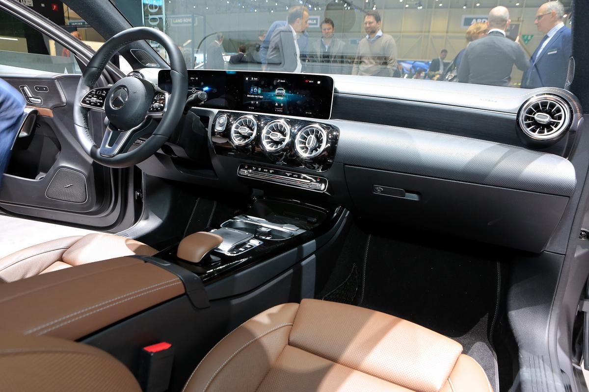 Classe A Sedan Mercedes-_A-_Class-103