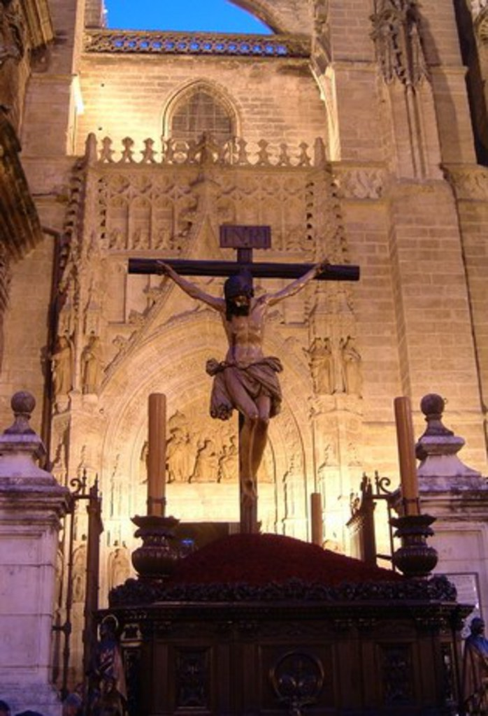 Los Estudiantes Cristo_claveles_catedral