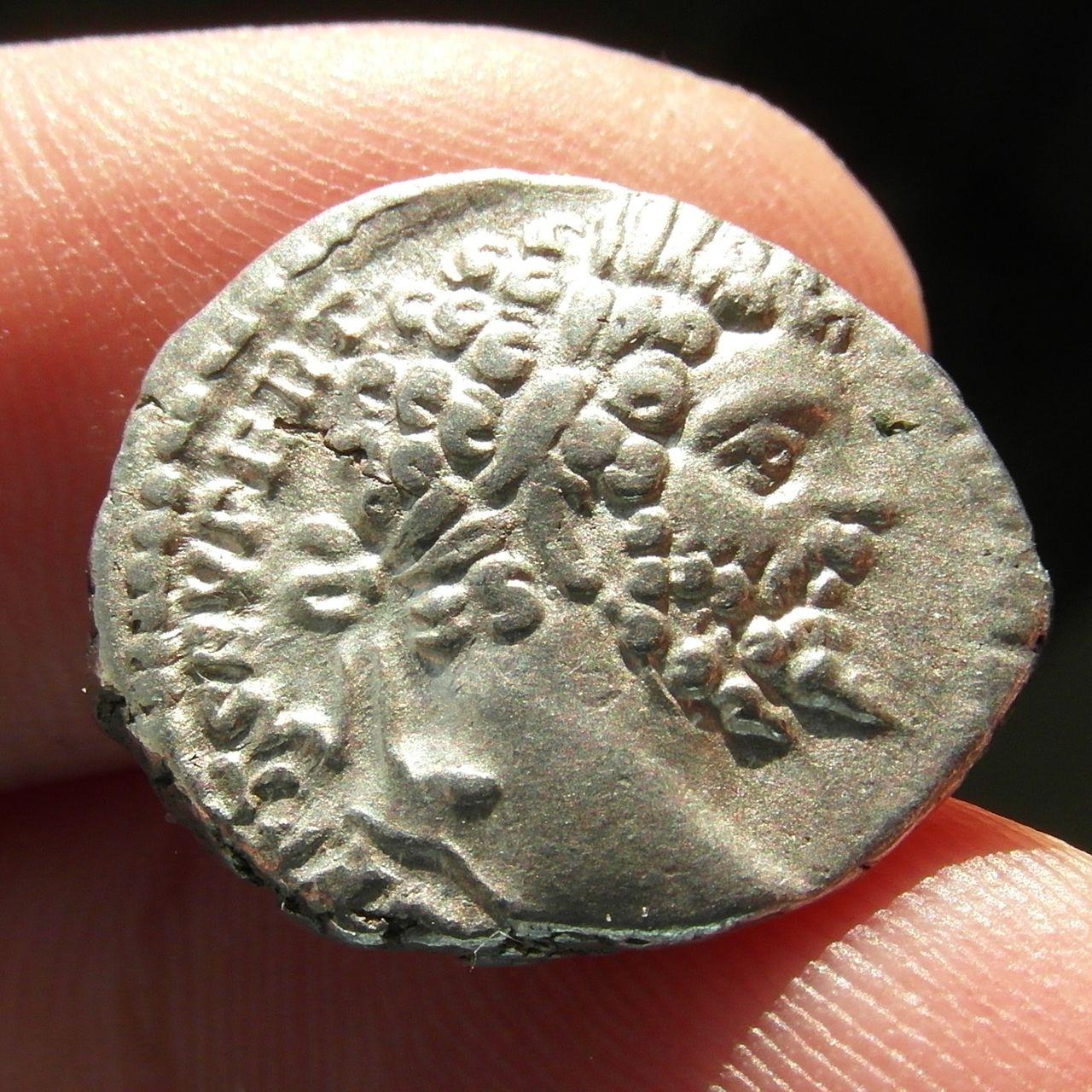 Denarios de Septimio Severo. HERCVLI DEFENS. Roma. SAM_0923_crop