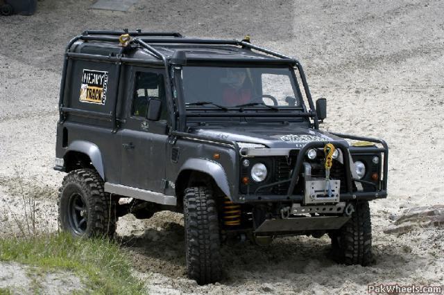 Defender 90 con chasis Gelande 2, by WillysMB Jo_laeven_2005_1_40_FIE_Pak_Wheels_com