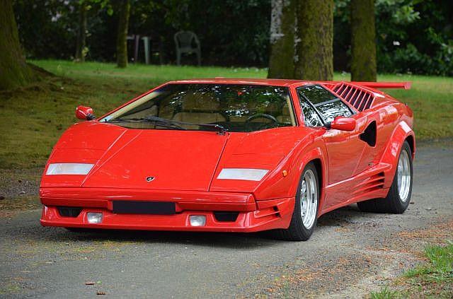 Votre voiture actuel ou de rêve!   Vos Photos de véhicules Transformers prisent dans la rue   Idées de Véhicules qui feraient de bon mode alternatif TF - Page 15 Lambo-countach-1989-25e-anniversaire