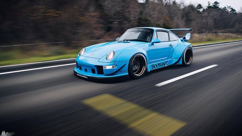 Votre voiture actuel ou de rêve!   Vos Photos de véhicules Transformers prisent dans la rue   Idées de Véhicules qui feraient de bon mode alternatif TF - Page 15 Porsche_911_RWB