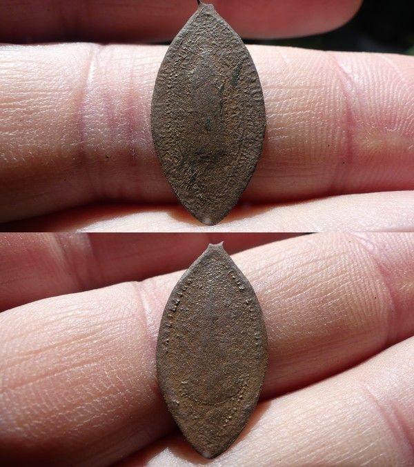 Médaille religieuse en forme de navette D961699e