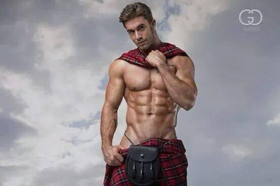 ¿ por qué escoceses? - Página 23 Hunk-in-a-kilt-sorta