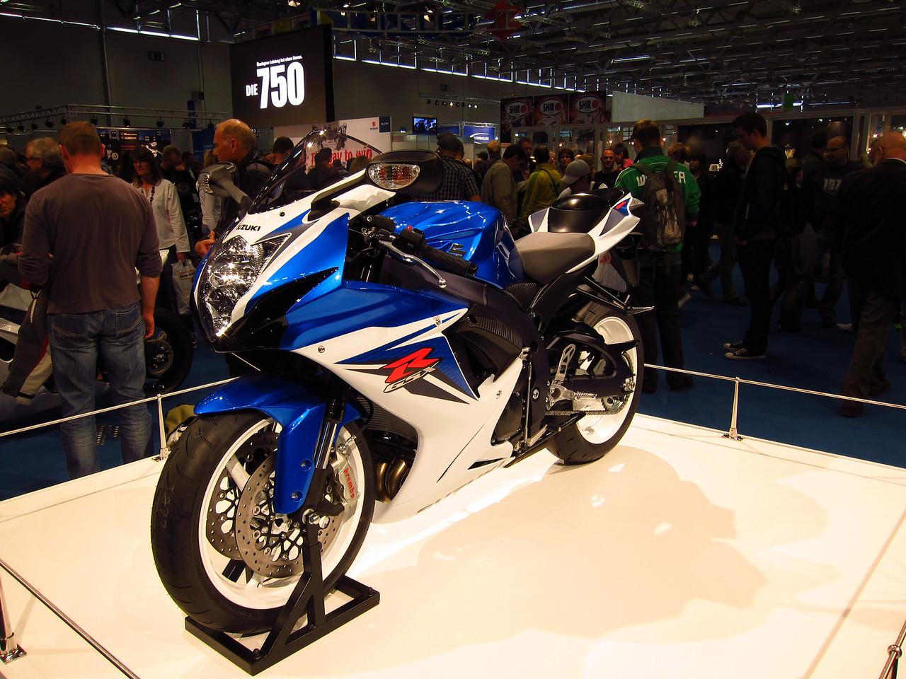 2011 SUZUKI GSX-R - Σελίδα 3 1041862862_ASncQ-X2