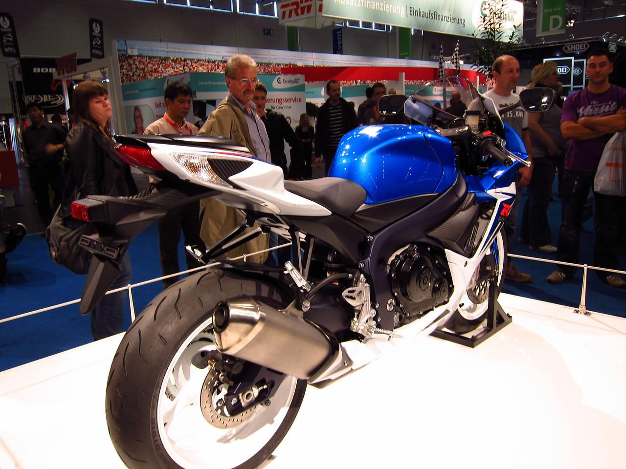 2011 SUZUKI GSX-R - Σελίδα 3 1041864983_bnSp3-X2