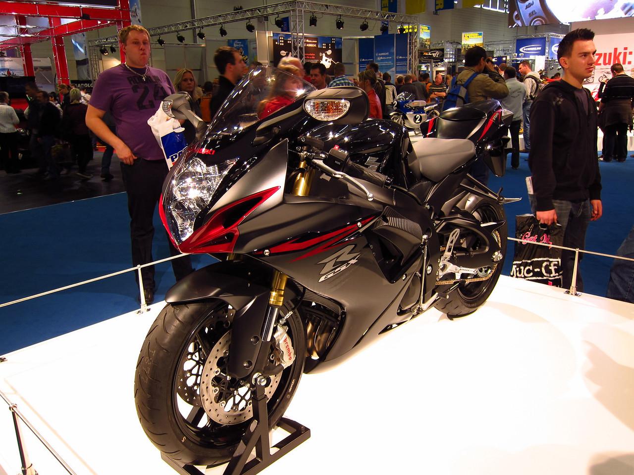 2011 SUZUKI GSX-R - Σελίδα 3 1041872327_JdGpf-X2