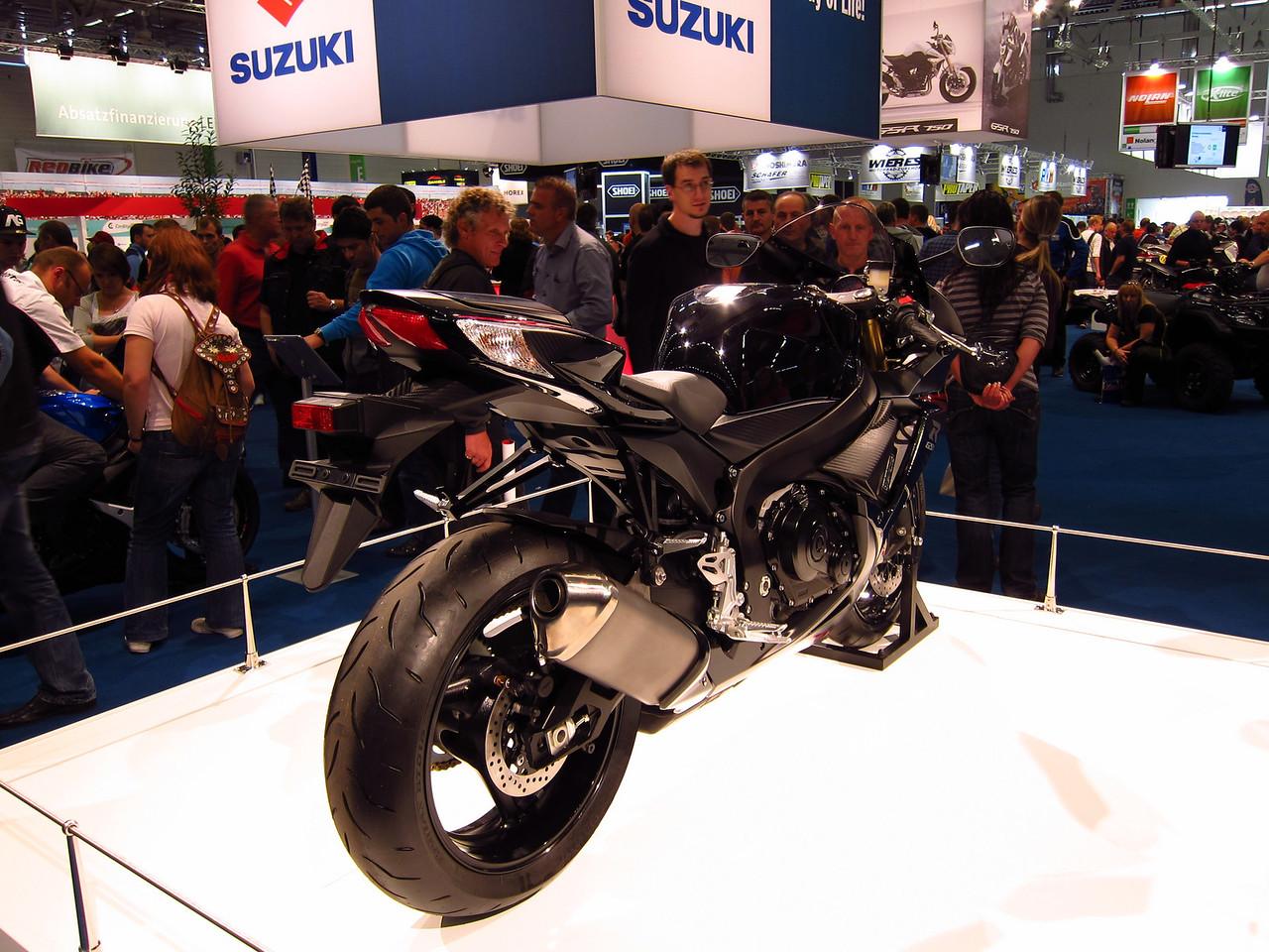 2011 SUZUKI GSX-R - Σελίδα 3 1041874001_5hP3R-X2