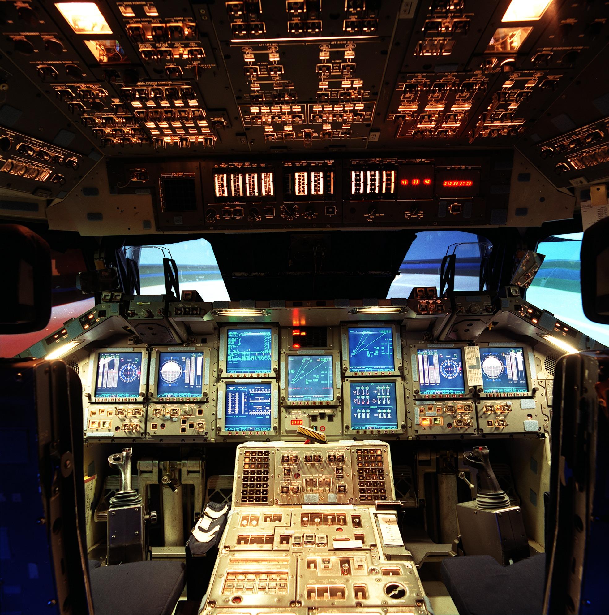 Comment se pilote véritablement la navette spatiale ? - Page 3 Shuttle_cockpit