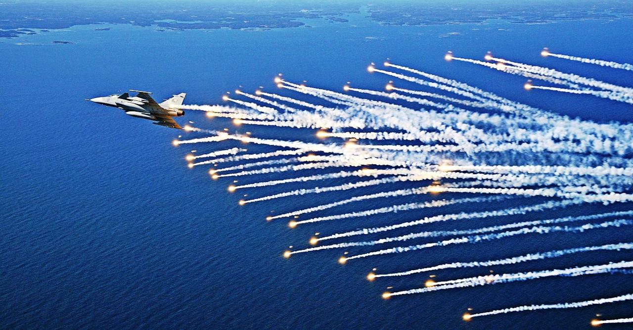 أحسن 10 طائرات بالعالم  Saab_jas39_gripen