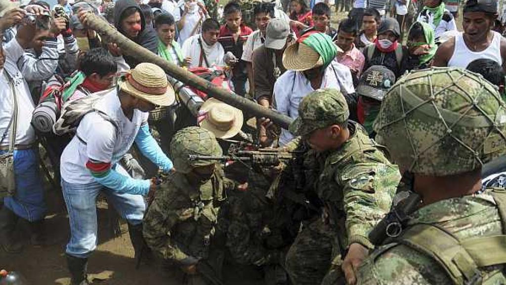 Tirania de Nicolas Maduro - Página 6 Indigenas%20ejercito%20colombia