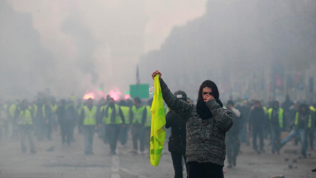 Convergence des luttes. Appel au 5 mai. La Fête à Macron !  - Page 2 2018-11-24t155143z_760809081_rc148bfeb7c0_rtrmadp_3_france-protests_0