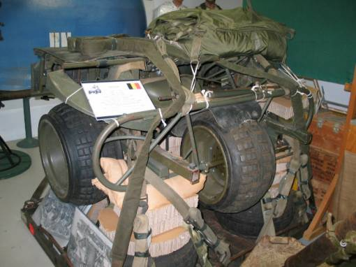 AS 24 tricycle Belge Para-commando . 0