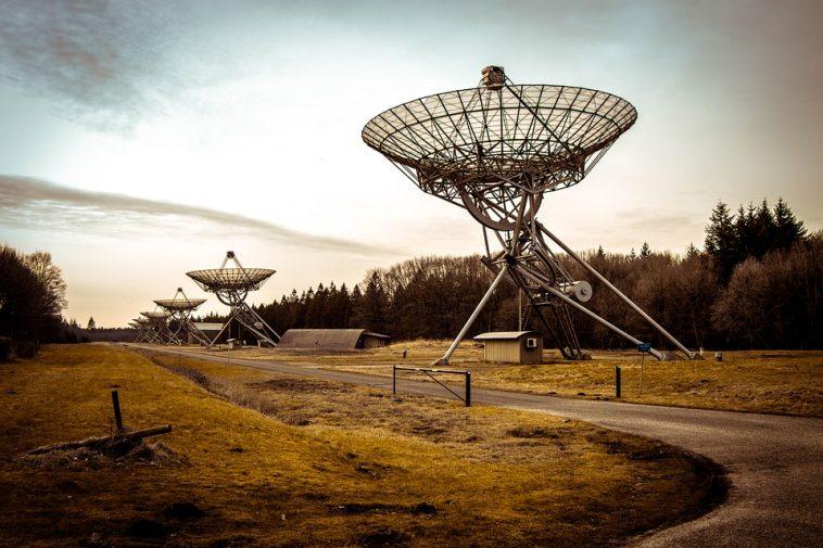Un étrange signal détecté à 11 années-lumière Radio-telescope-2152379_960_720-758x505