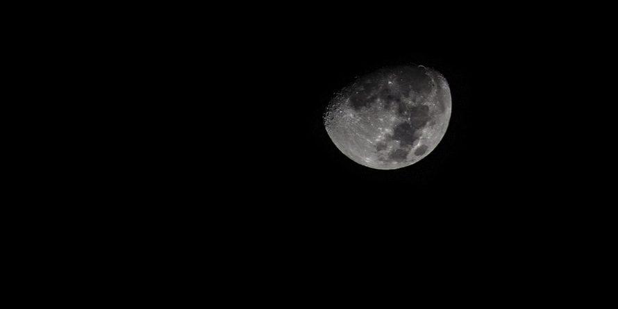 Phénomène rare : une lune noire dans le ciel ce vendredi Pexels-photo-large-890x445