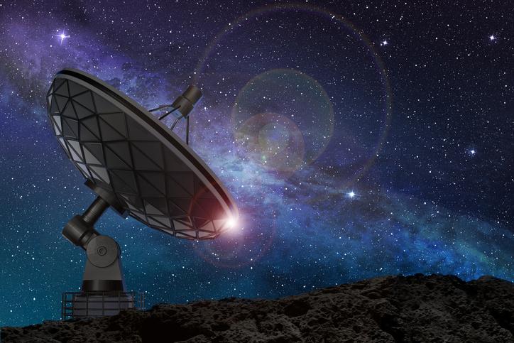 C'est confirmé : les mystérieux signaux radio détectés ne sont pas d'origine terrestre IStock-497705792
