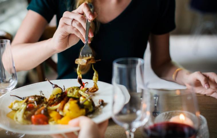 Comment bien se nourrir : la diététique pour une alimentation équilibrée et salutaire - Page 3 Manger-repas-758x483