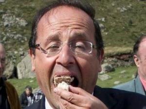 Les présidentielles Francois-hollande-mange-un-gateau-avec-sa-delicatesse-et-son-9201602