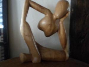 Donatello Sculpture-en-bois-tres-moderne-des-annee-20-30-un-beau-bois-lise-et-soyeux-au-touche-7561949