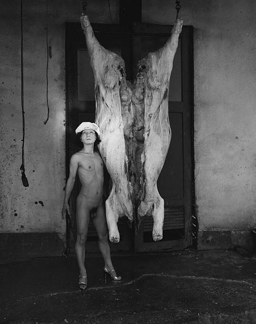 Boeufs écorchés (crucifixions détournées) Yasumasa-morimura-white-darkness-1994-2008