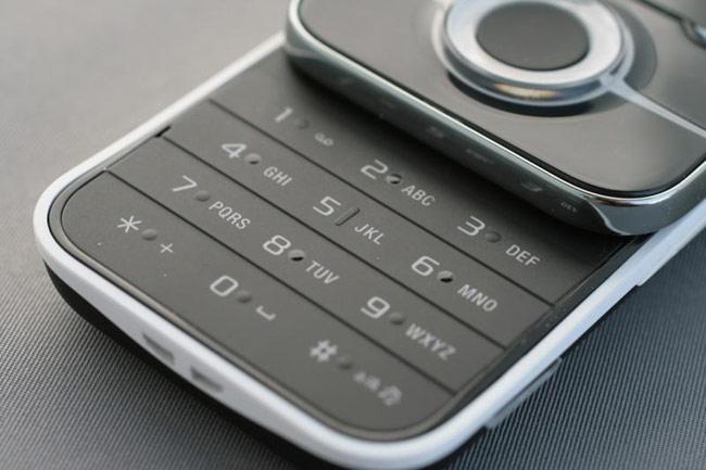 Sony Ericsson Yari لعشاق الالعاب والترفيه .. صور .. مواصفات .. استعراض .. اخبار.. Yari_live_2