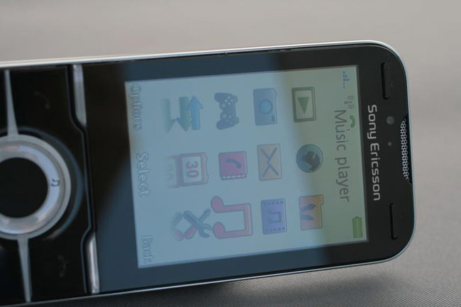 Sony Ericsson Yari لعشاق الالعاب والترفيه .. صور .. مواصفات .. استعراض .. اخبار.. Yari_live_4