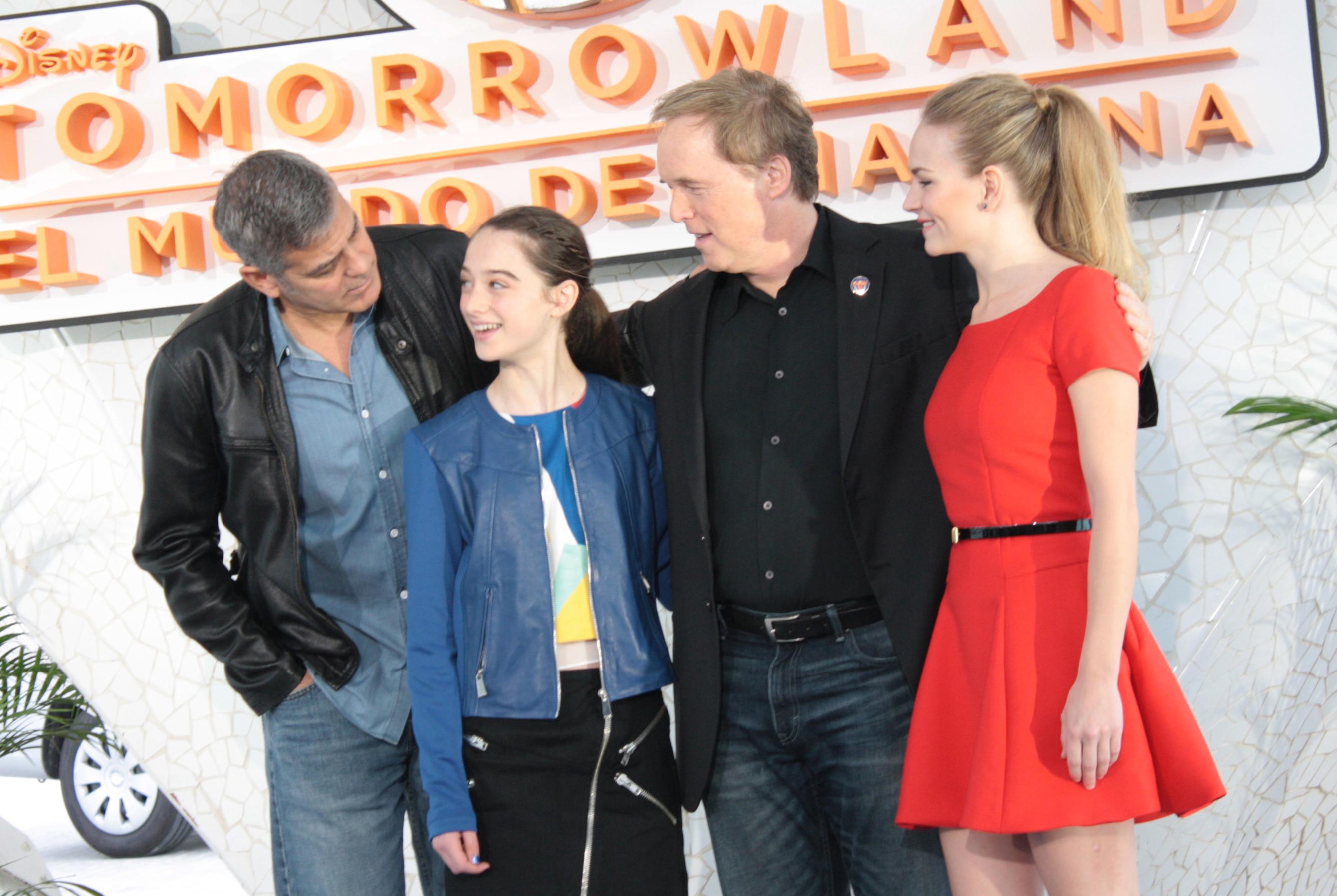 George Clooney George Clooney George Clooney! - Page 8 TomorrowlandSOD9
