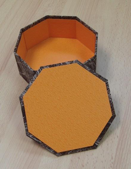 Коробки. Коробочки. Шкатулки DSC05963boiteoctogonalechineegriseouverteJPG