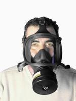 Pollution dans les parkings et le métro Masque_a_gaz