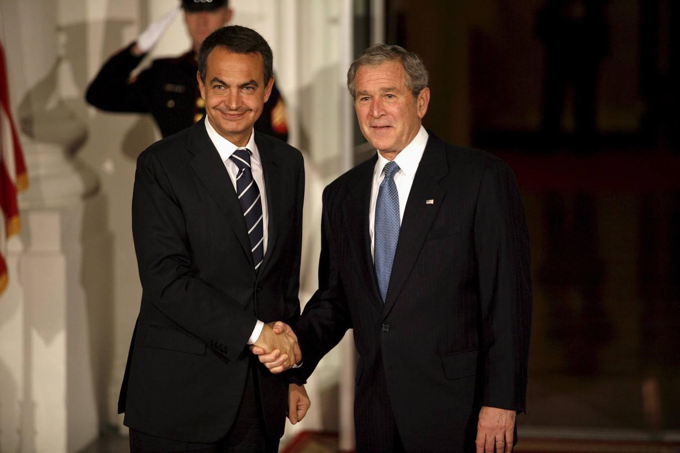 ¿Cuánto mide George Bush Jr.? - Altura - Real height 2008-zapatero-bush-casa-blanca