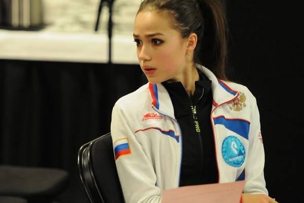 Алина Ильназовна Загитова-2   Олимпийская чемпионка - Страница 2 HrWEH