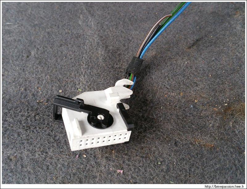[TUTO] Connexion d'une caméra de recul Vaisseau_081
