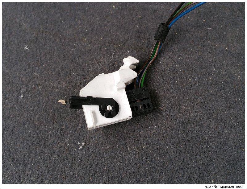 [TUTO] Connexion d'une caméra de recul Vaisseau_082