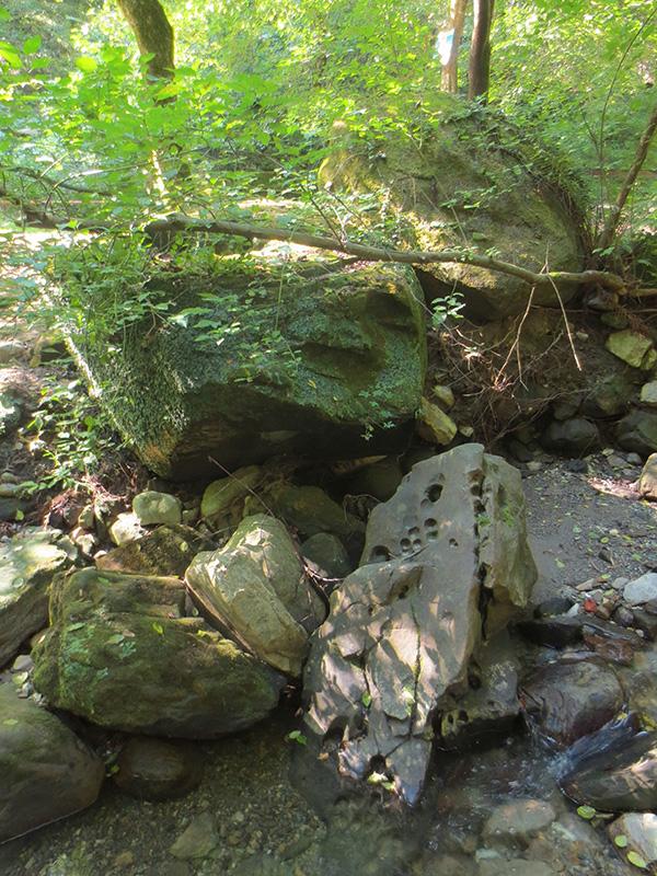 Экспедиции к выпаривателям родниковой воды - Страница 33 Figurnye_otverstiya_img_6635