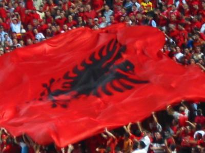 Pëshëndetje për vëllezërit dhe motrat nga Kosova... - Faqe 2 Albanian_flag