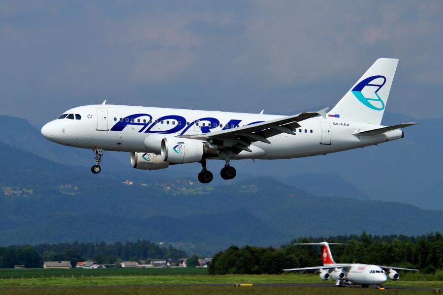 Adria Airways Slovenija - Page 4 Img2852