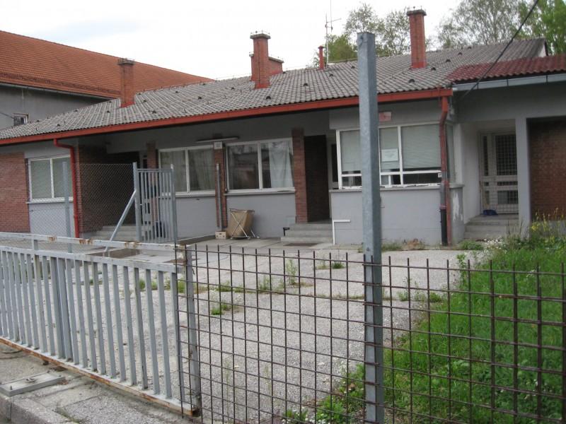 Ljubljana, kasarna Boris Kidrič - Page 3 Img0373