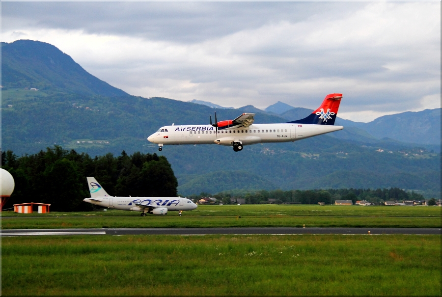 Zrakoplovi na letališču Brnik (Ljubljana) Img6205