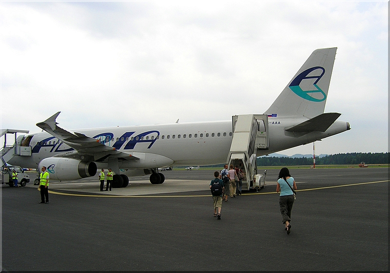 Adria Airways Slovenija - Page 3 P6290003