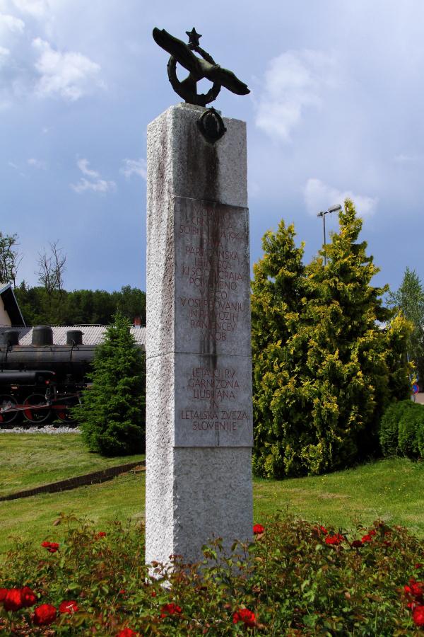 Avijatičarski spomenici  Img9425