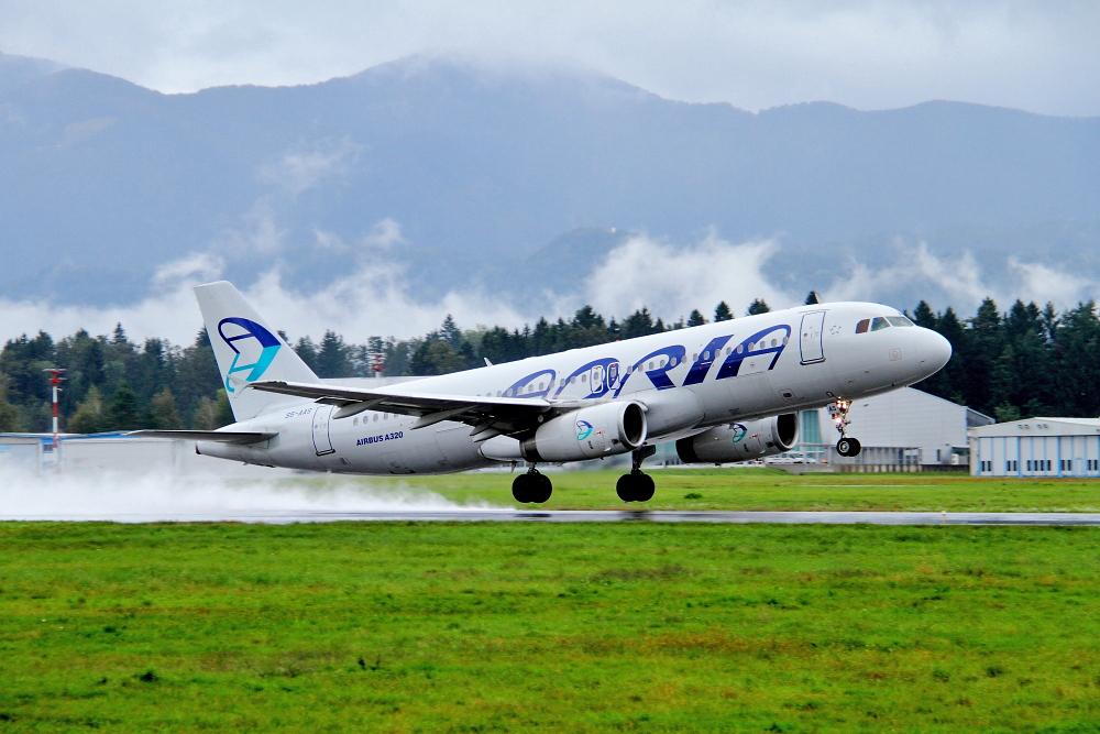 Adria Airways Slovenija - Page 3 Img4500