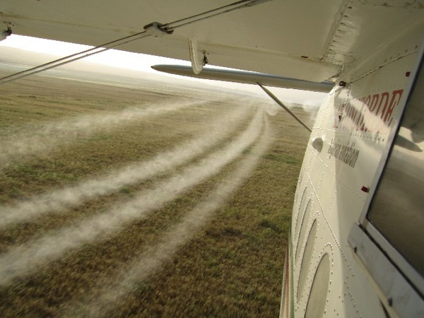 "Seattle to Be Sprayed With GMO Bacteria, Agency Warns ""Stay Inside After the Spray"" An-2_plane_spraying_wheat_crops"