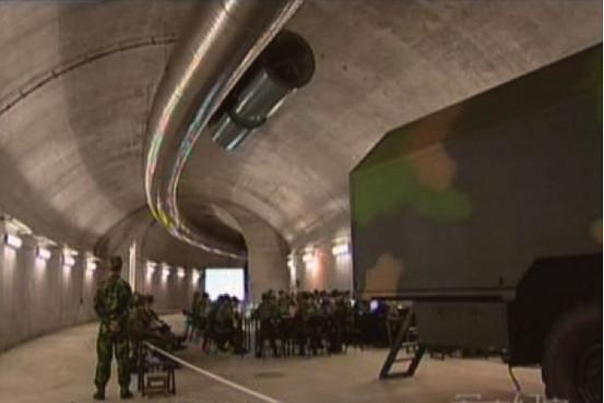 موضوع : الصين تخفي اكثر من 3000 رأس نووي في انفاق سرية طولها حوالي 5000 كلم  OB-QG457_glovie_G_20111024191012