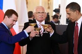U.S., Russia Focus on Iran Sanctions WO-AA401_IRAN_D_20100408191241