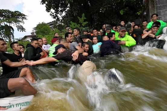 Flood-Recovery Effort to Test Thai Leader WO-AH599_THAIFL_G_20111030174558