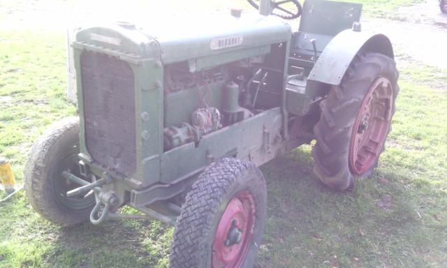 Quel ? type de tracteur Renault 24y77b