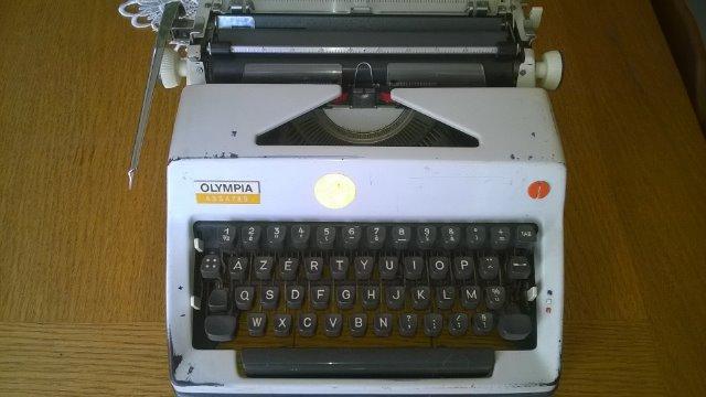 Machines à écrire GN. 25shi1