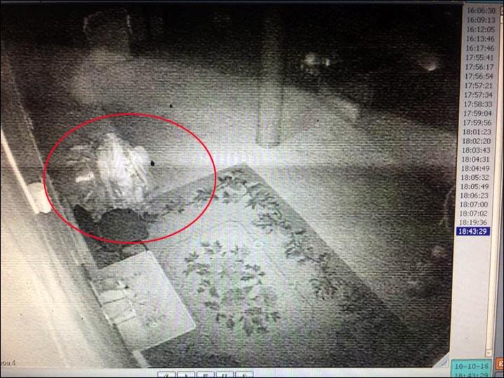 Le fantôme d'un moine bouddhiste filmé en Russie Inside_moving_2