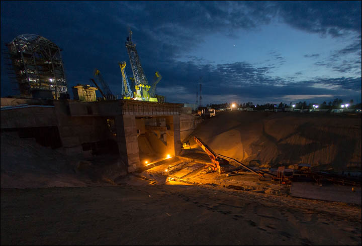 New Russian Cosmodrome - Vostochniy - Page 2 Inside%20night%20time%20vostochny