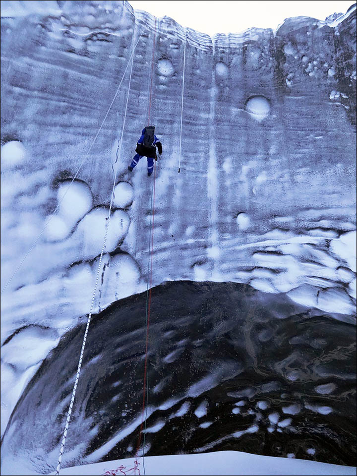 Revelan espectaculares imágenes del cráter siberiano en Yamal Inside%20blue%20long%20wall